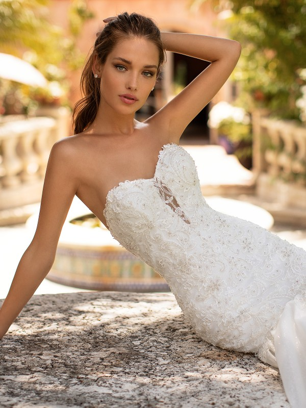 Moonlight Couture H1426 strapless sweetheart lace and beaded wedding dress bodice