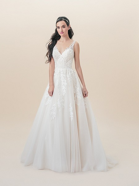 Moonlight Tango T832 beautiful sleeveless tulle full lace A-line V-neck wedding dress